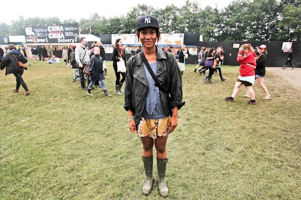 Индейские перья, фуражки и перстни: Люди на фестивале Roskilde. Изображение №17.