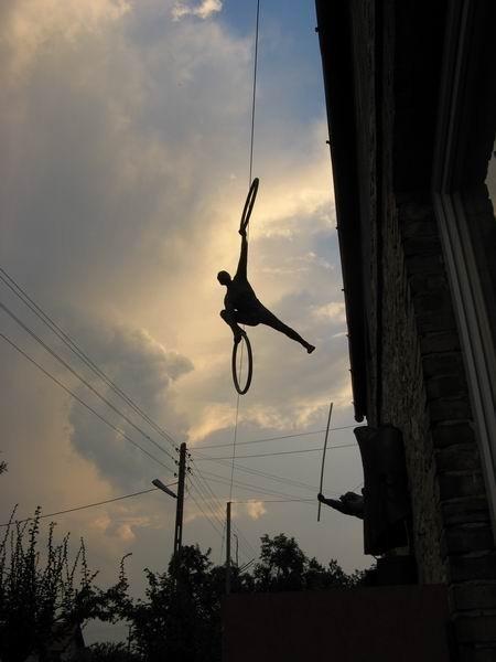 Скульптуры Джерзи Кедзиоры, парящие в воздухе. Изображение № 51.