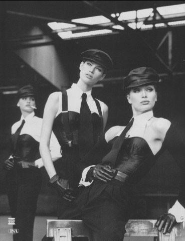 Архивная съёмка: Кейт Мосс, Тайра Бэнкс и другие для Dolce & Gabbana FW 1992. Изображение № 4.