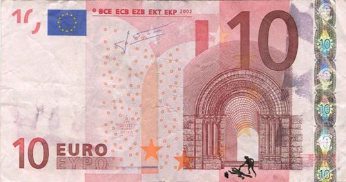 Художник в знак протеста изрисовал банкноты на 3555 евро. Изображение № 21.