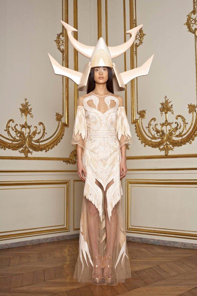 Givenchy закрывают кутюрную линию. Изображение № 4.