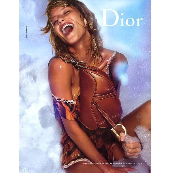 Архивная съёмка: Жизель Бундхен для кампании Dior SS 2002. Изображение № 5.