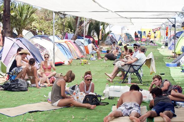 Фестиваль Benicassim в Барселоне: Ночные танцы, дни на пляже и алко-маршрут Хемингуэя. Изображение № 20.