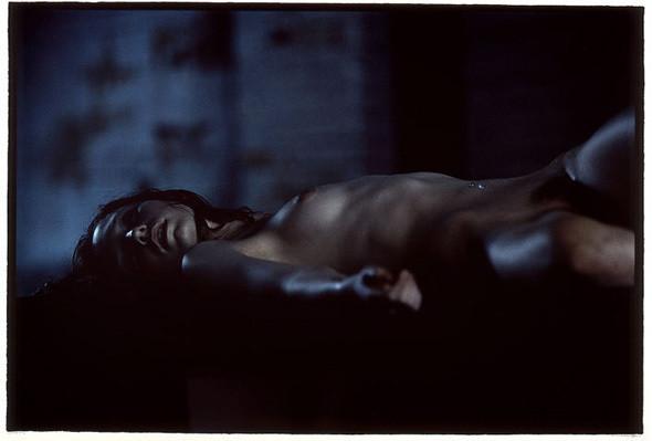 Части тела: Обнаженные женщины на фотографиях 1990-2000-х годов. Изображение №41.