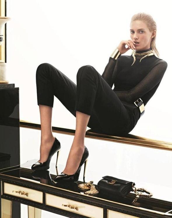 Превью кампаний: Balenciaga, Nina Ricci, Valentino и другие. Изображение № 3.