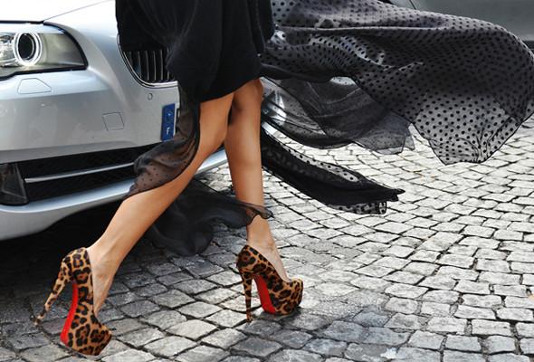 Уличный стиль на Неделе высокой моды в Париже. Изображение № 7.
