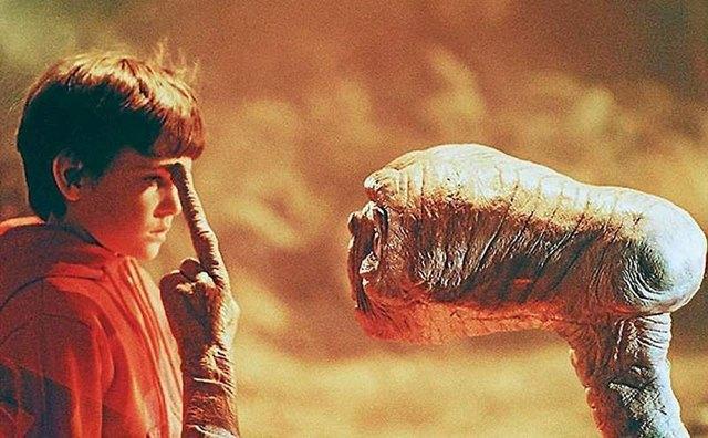 Актриса Джери Райан («Одинокие сердца»). Кадр из фильма «Инопланетянин» Стивена Спилберга . Изображение № 13.