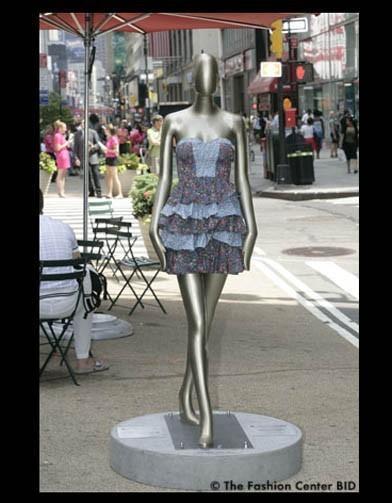 Американские модельеры переодели манекенов в Нью-Йорке. Изображение № 2.