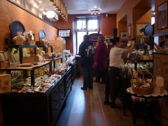 ...а на втором этаже находится магазин хенд-мейд шоколада от львовских мастеров. Это Рай!!!. Изображение № 4.