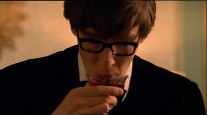 Бенедикт Камбербэтч  выпивает. Изображение № 3.