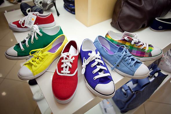 Цвет оптом: Яркие краски в магазинах. Изображение № 55.