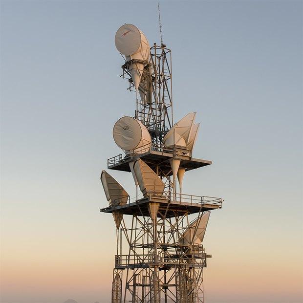 Заброшенные телефонные башни вгорах ипустынях . Изображение № 4.