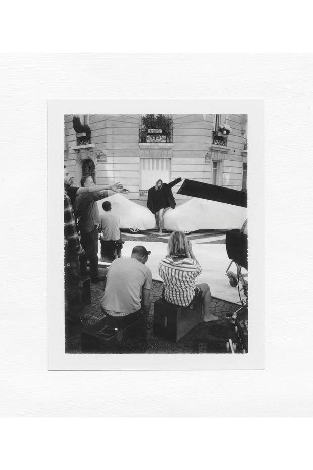 Сэм Тейлор-Вуд снимает рекламу Maison Martin Margiela x H&M. Изображение № 1.