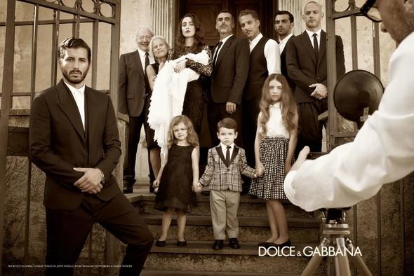 Превью мужских кампаний: Dolce & Gabbana и Майкл Питт для Prada. Изображение № 5.