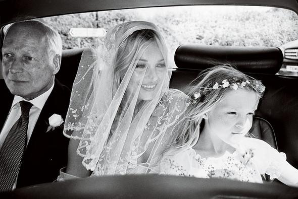 Для сентябрьской обложки американского Vogue снялась Кейт Мосс. Изображение № 5.