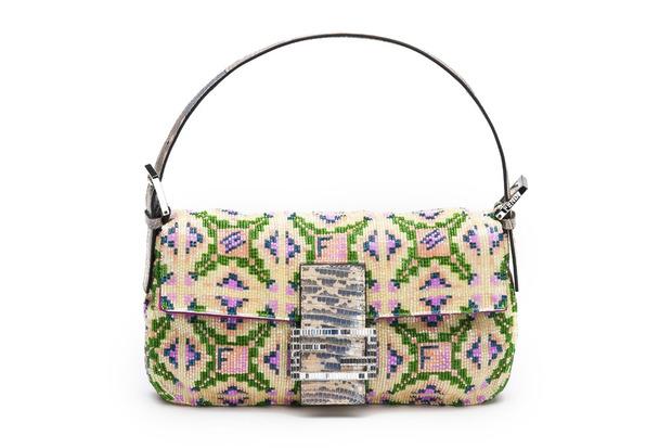 Карл Лагерфельд выпускает коллекцию к юбилею сумки Fendi Baguette. Изображение № 5.