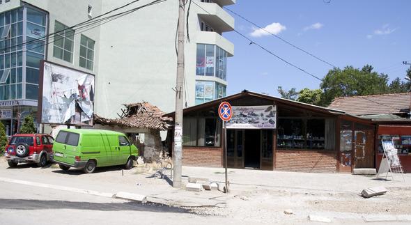 По городам Косова и других балканских стран.. Изображение № 28.