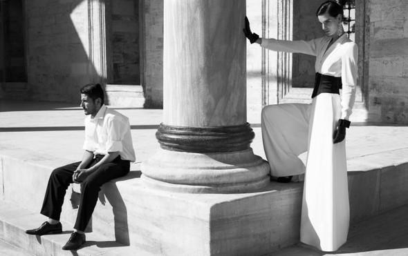 Съемка: Белая Ирис в Vogue Germany October 2011. Изображение № 6.