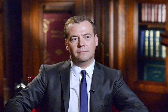 Премьер-министр РФ Дмитрий Медведев во время интервью изданию Bloomberg. Изображение № 2.