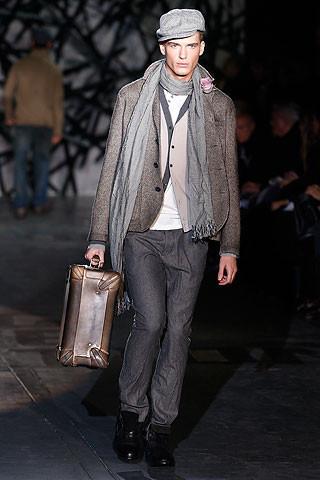 Что носить осенью: мужские показы в Милане. Изображение № 233.