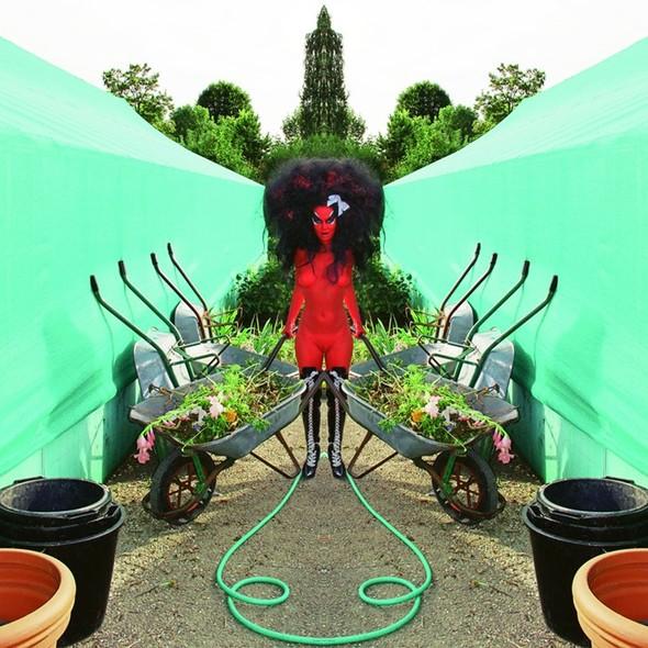 Съемка в стиле киберпанк: Незваный гость в райском саду. Изображение № 4.