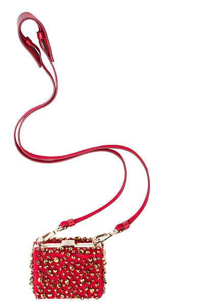 Лукбуки: Сeline, Moschino, Yves Saint Laurent и другие. Изображение № 77.