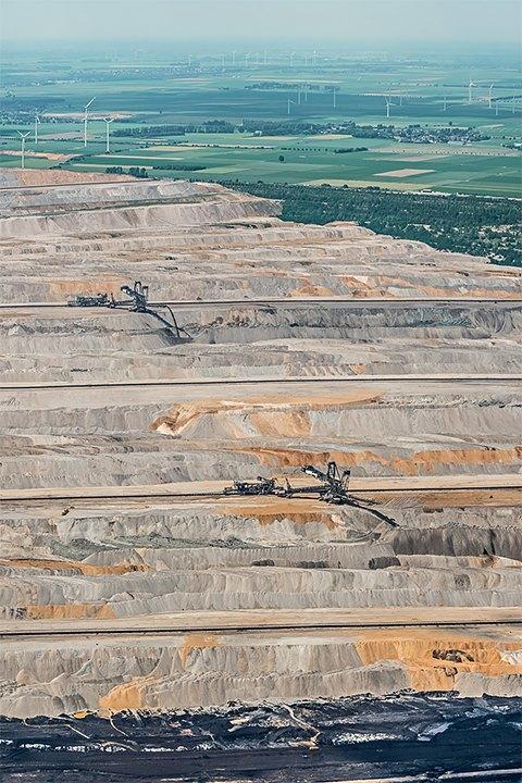 Захватывающие фотографии огромной угольной шахты. Изображение № 4.