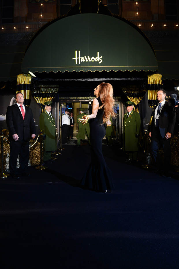 Леди Гага представила в Harrods духи FAME. Изображение № 4.