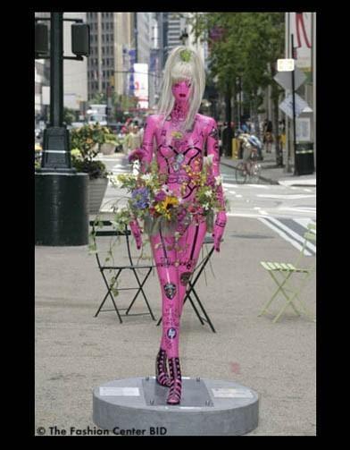 Американские модельеры переодели манекенов в Нью-Йорке. Изображение № 19.