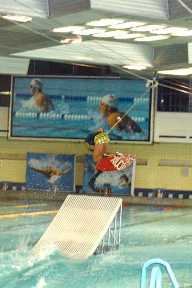 Учу «Фронт-Ролл» в бассейне у Веры Мироновой и Артема Верткова. Изображение № 14.