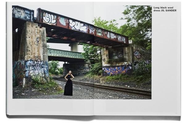 Съёмка: Терри Ричардсон и Линдси Уикссон для Purple Fashion. Изображение № 5.