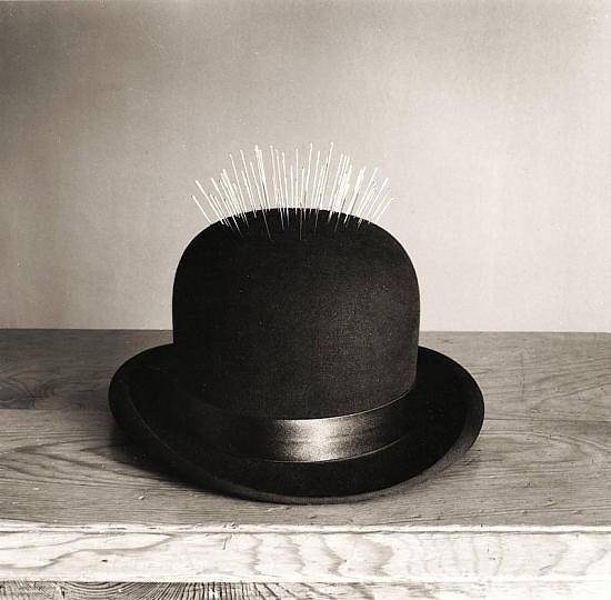 Черно-белые сюрреалистические фотографии Chema Madoz. Изображение № 26.