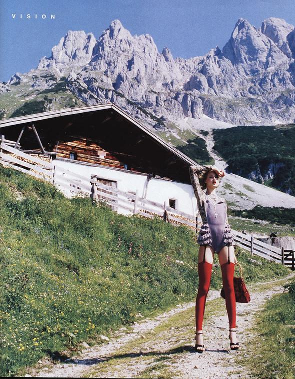 Архивная съёмка: Эллен фон Унверт для немецкого Vogue, 2003. Изображение № 9.