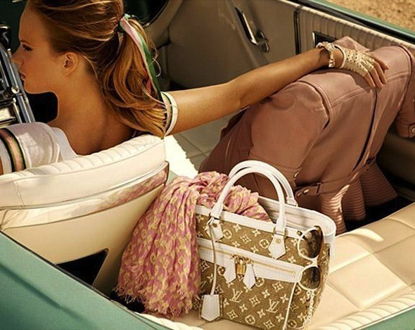 Лукбуки: Chloë Sevigny for Opening Ceremony, Louis Vuitton и Lou. Изображение № 27.