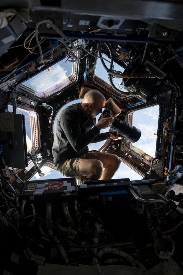 NASA представила реалистичные фото в стиле «Гравитации». Изображение № 3.
