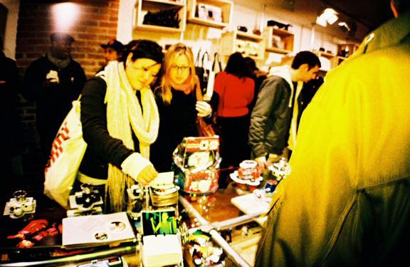 Галерея-магазин Ломографии вНью-Йорке. Изображение № 22.