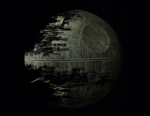 """Архивы Lucasfilm, Звезда смерти II. Ранчо Skywalker (Округ Мэрин, Калифорния). Архивы Lucasfilm были построены в 1991, чтобы сохранить экспонаты, используемые Джорджем Лукасом для съемок фильмов. Коллекция, размещенная на Ранчо Skywalker, включает в себя декорации, костюмы и большую часть остальных реквизитов для таких картин, как """"Звездные воины"""" и """"Приключения Индиана Джонс"""".. Изображение № 16."""
