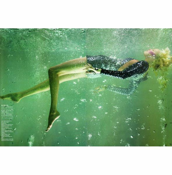 Съемка Vogue Nippon, май 2010, фотограф Сольве Сундсбо. Изображение № 34.