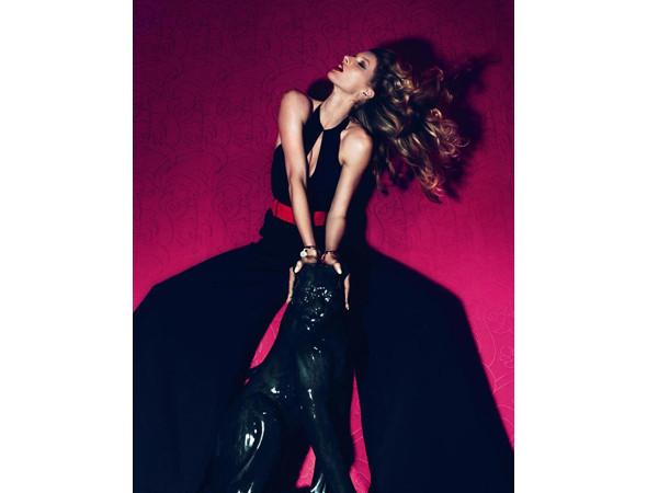Жизель Бундхен в турецком Vogue, март 2011 . Изображение № 24.