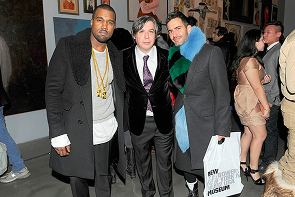 Марк Джейкобс с Канье Уэстом и Джорджем Кондо на открытии выставки последнего в New Museum. Изображение № 56.