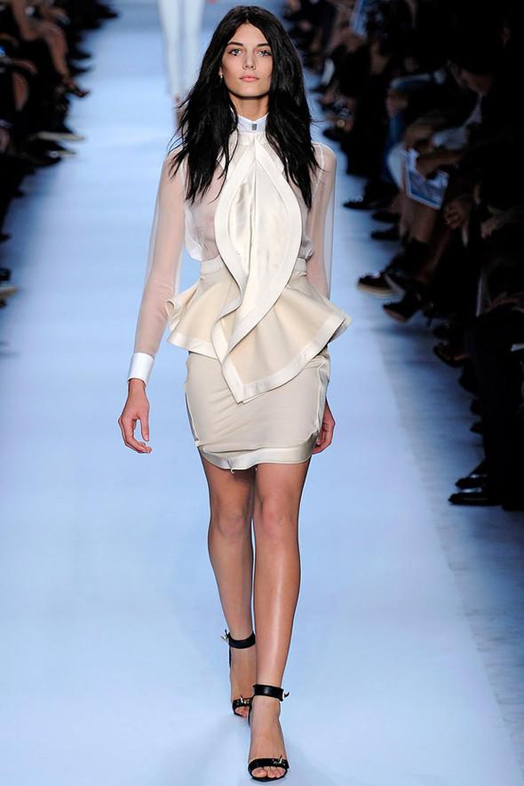 ТОП 10 белых платьев 2012 в коллекциях дизайнеров сезона весна-лето. Изображение № 6.