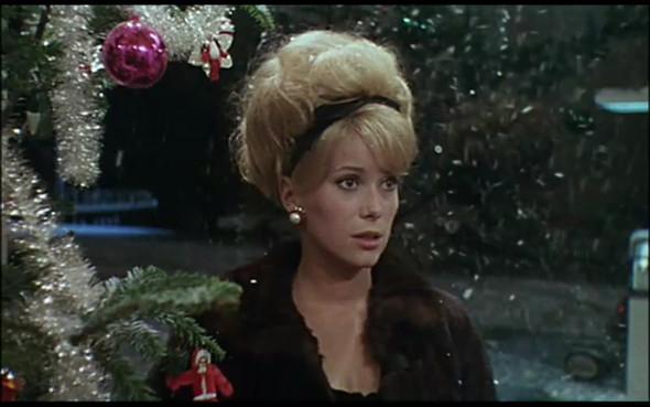 Movie-Looks: «Шербурские зонтики». Изображение № 20.
