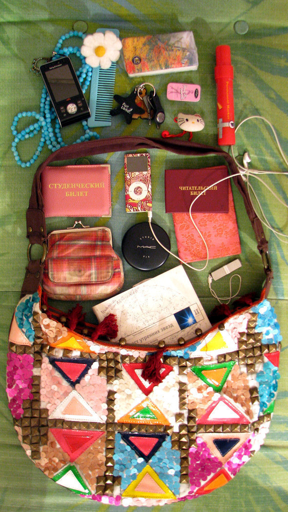 Look atMe: What's inyour bag?. Изображение № 15.