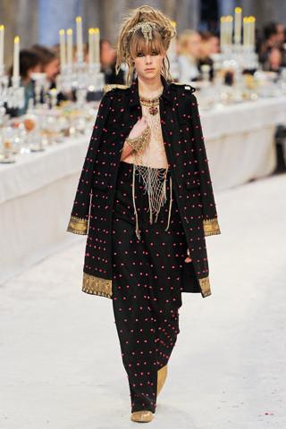 Chanel показали пре-осеннюю коллекцию. Изображение № 28.