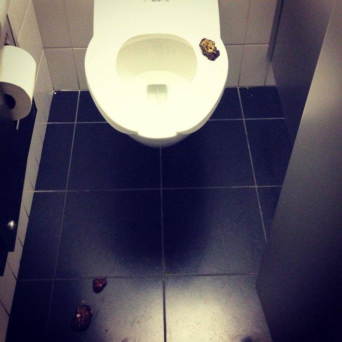 В туалете MoMa появилось искусство . Изображение № 1.