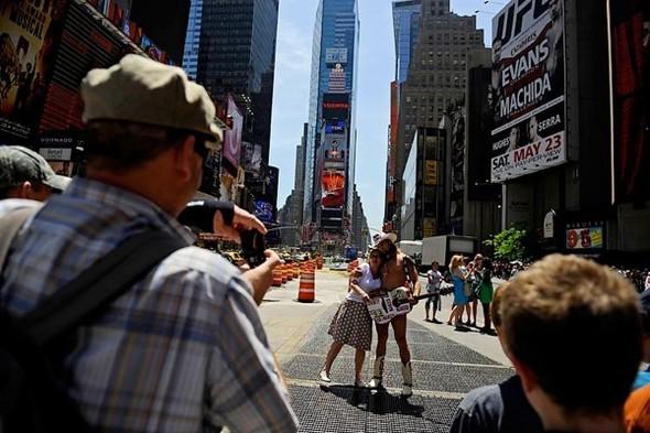 Площадь Таймс-сквер стала пешеходной. Изображение № 12.