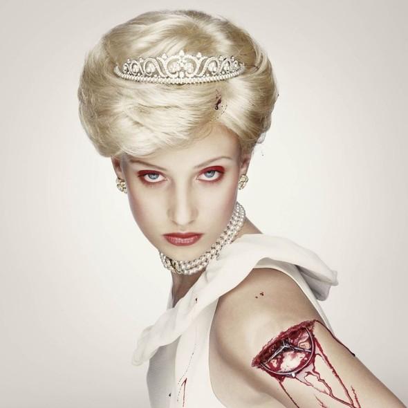 Белая фотосессия. Королевская кровь. Эрвин Олаф.. Изображение № 7.