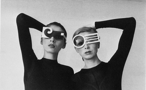 "Pierre Cardin, Футуризм 70 –х. ""Past, Present, Future"". Изображение № 3."