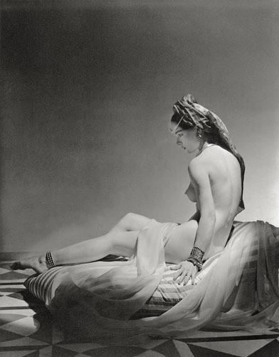 Части тела: Обнаженные женщины на винтажных фотографиях. Изображение №112.