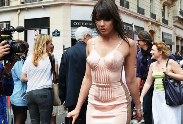 Уличный стиль на Неделе высокой моды в Париже. Изображение № 2.